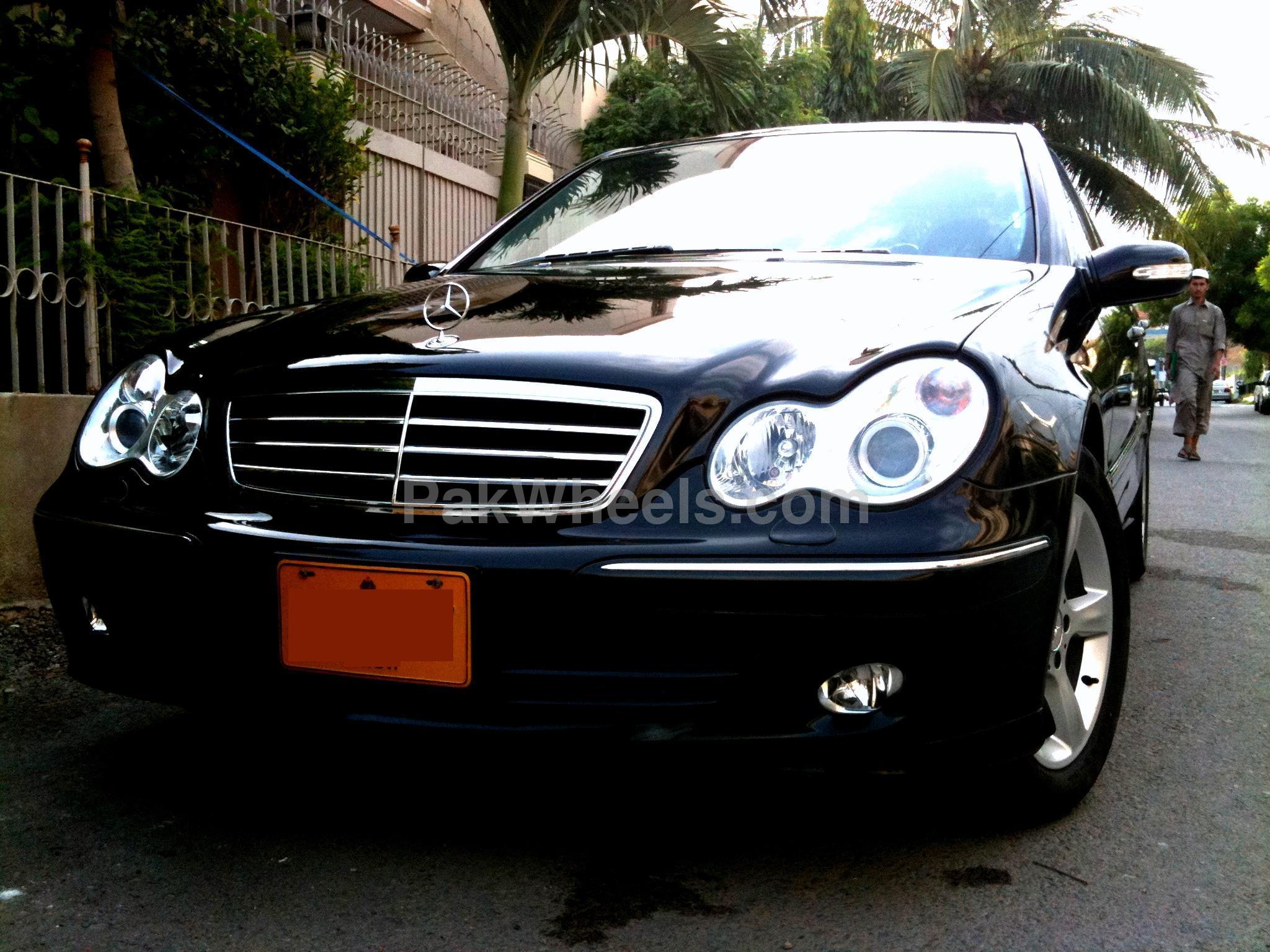 Mercedes Benz C Class - 2006 black beauti!! :)) Image-1