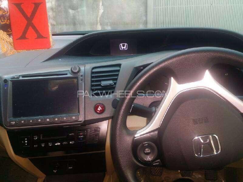 Honda Civic VTi Oriel 1.8 i-VTEC 2015 Image-4