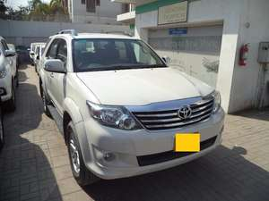 Slide_toyota-fortuner-2-7-automatic-2013-10105692