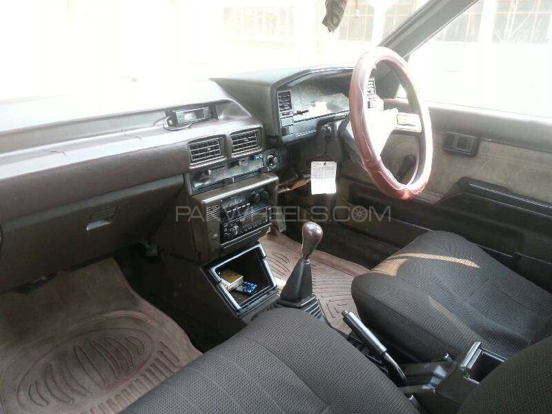 Toyota Corolla DX Saloon 1986 Image-4
