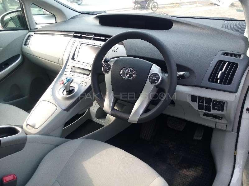 Toyota Prius S 1.8 2013 Image-7