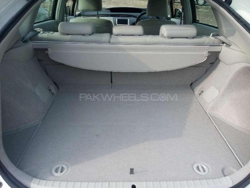 Toyota Prius S 1.8 2013 Image-10