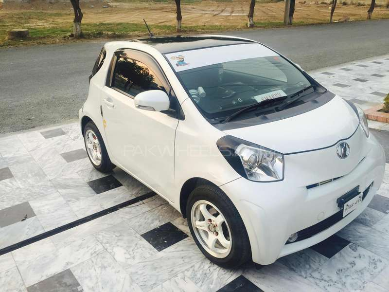 Toyota iQ 100X 2 Seater 2009 for sale in Lahore | PakWheels