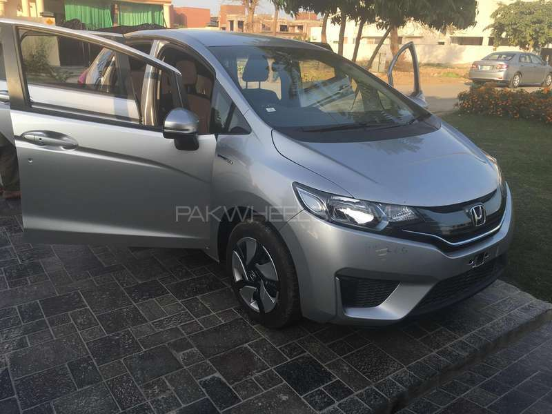 Honda Fit Hybrid F Package 2015 Image-1