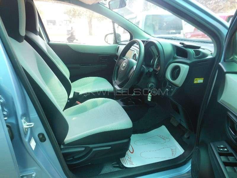 Toyota Vitz F 1.0 2013 Image-9