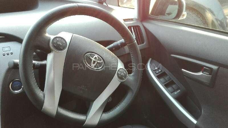 Toyota Prius G Touring Selection 1.8 2014 Image-8