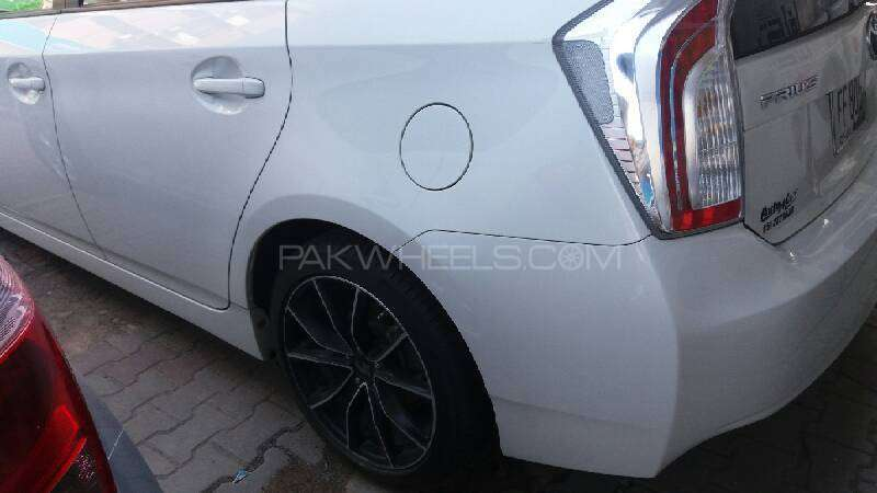 Toyota Prius S Touring Selection GS 1.8 2012 Image-8