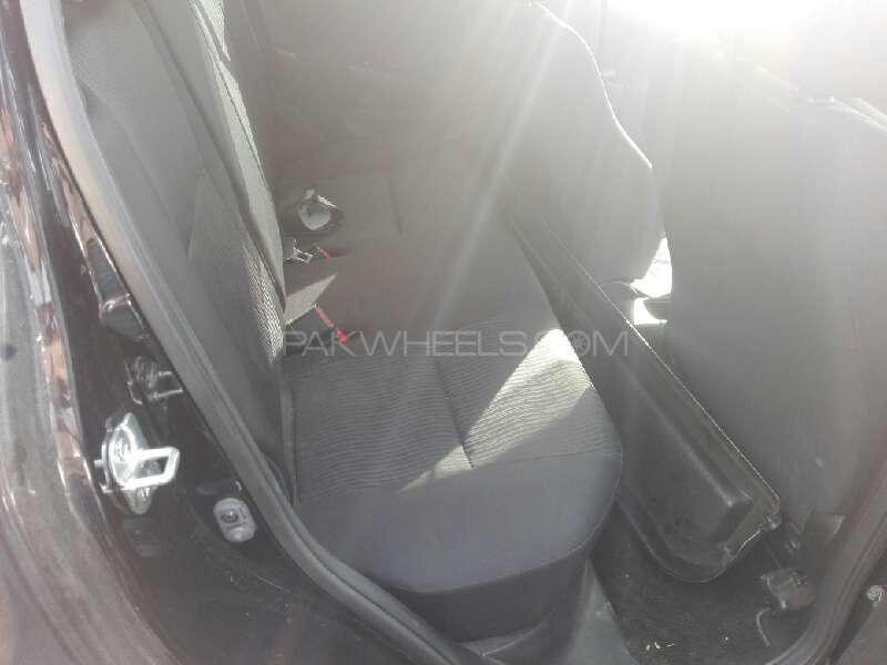 Suzuki Swift DLX Automatic 1.3 2013 Image-5