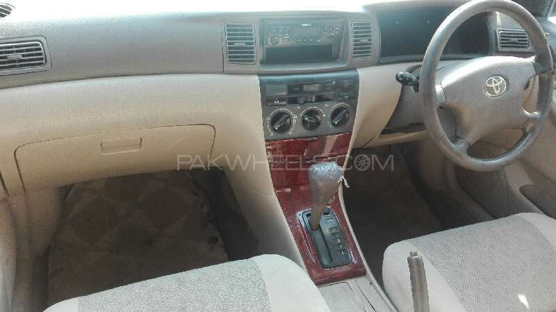 Toyota Corolla SE Saloon Automatic 2003 Image-5