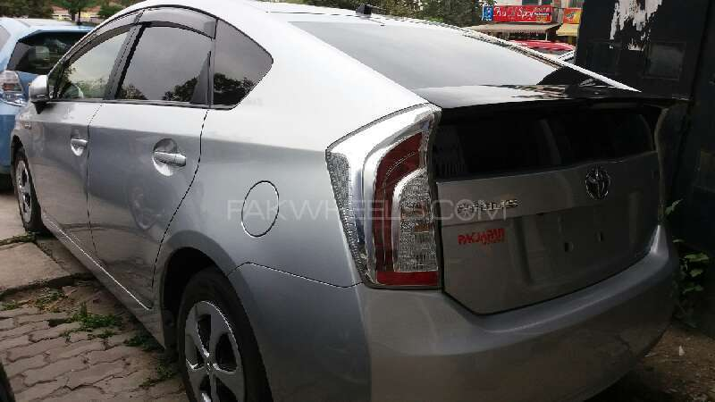 Toyota Prius 2012 Image-3