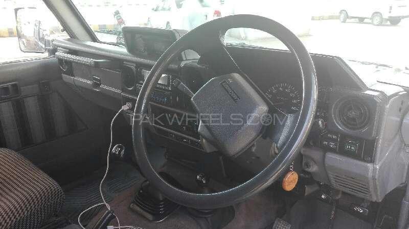 Toyota Land Cruiser 1988 Image-13