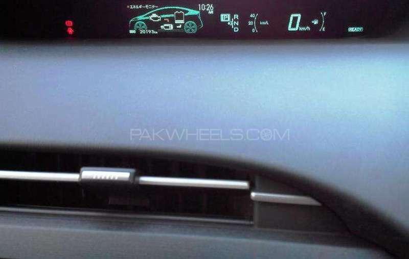 Toyota Prius S Touring Selection 1.8 2011 Image-2