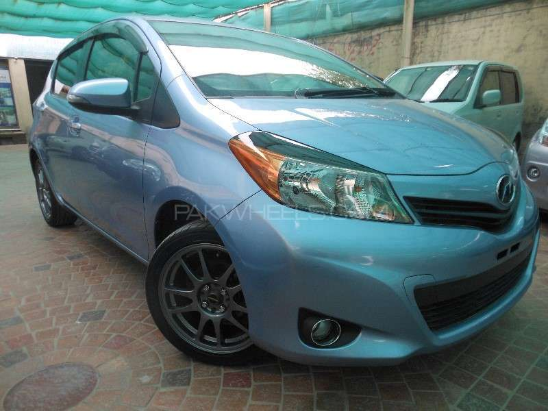 Toyota Vitz F 1.0 2013 Image-2