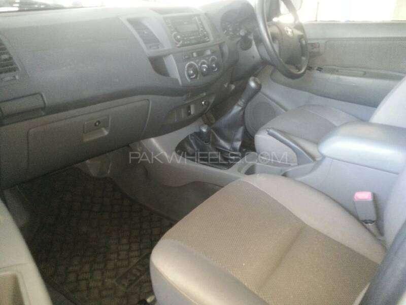 Toyota Hilux Vigo G 2012 Image-4
