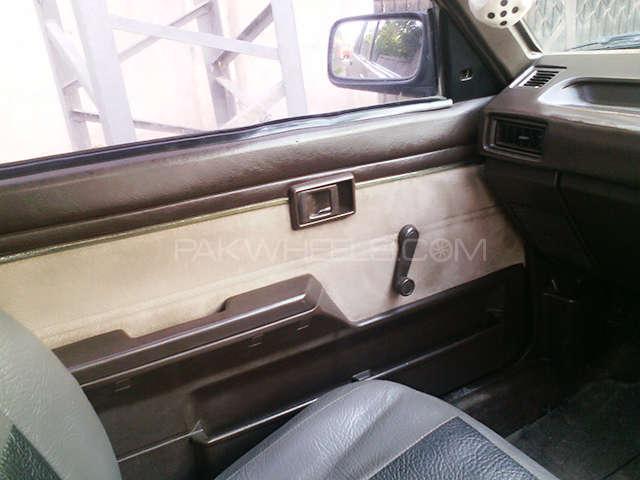 Toyota Corolla SE Saloon 1986 Image-7