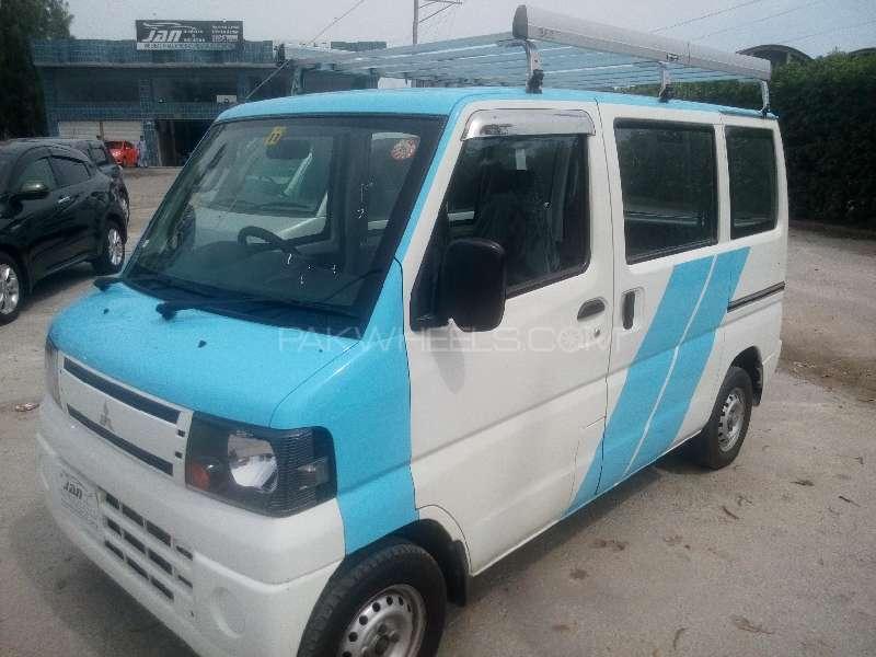 Mitsubishi Minicab Bravo 2011 Image-2