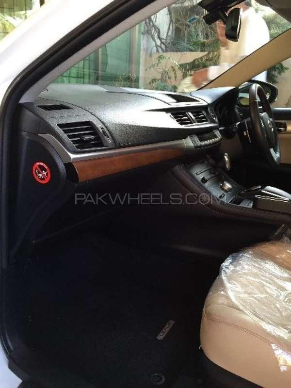 Lexus CT200h Version L 2011 Image-7