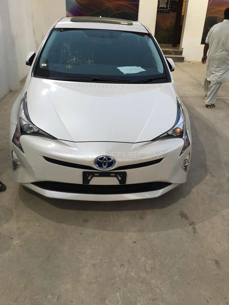 Toyota Prius G Led Edition 1 8 2015 For Sale In Karachi
