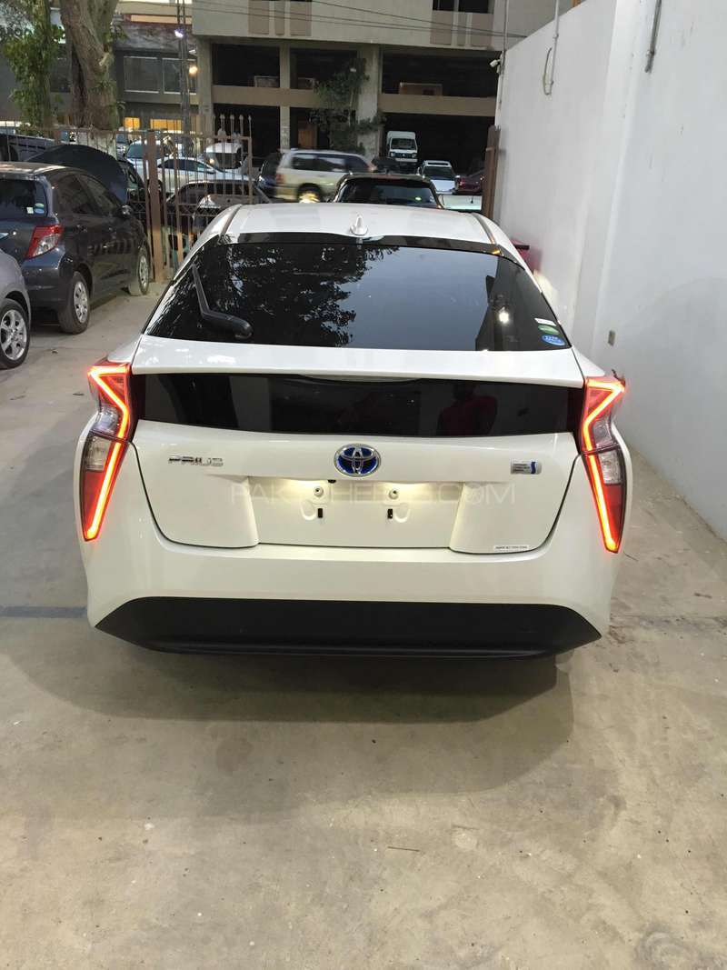 Toyota Prius G LED Edition 1.8 2015 Image-6