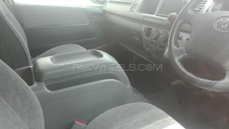 Toyota Hiace 2010 Image-2