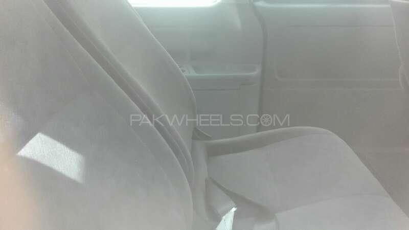 Toyota Hiace 2011 Image-4