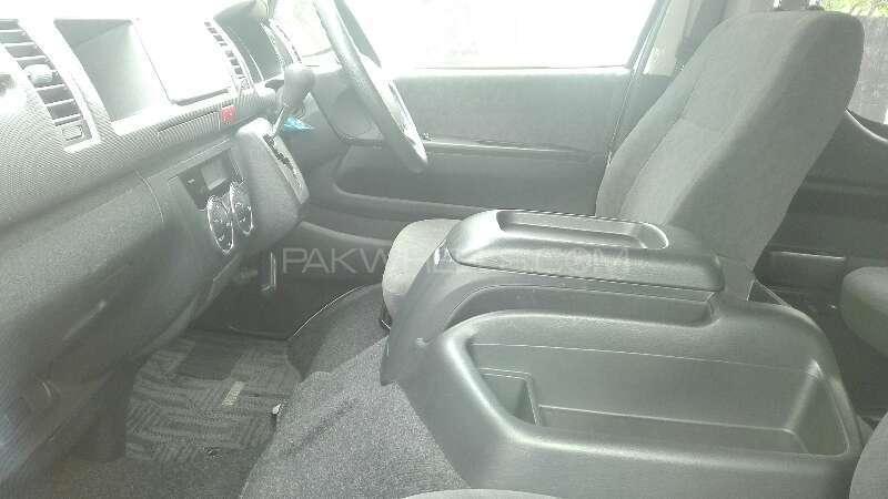Toyota Hiace 2011 Image-3