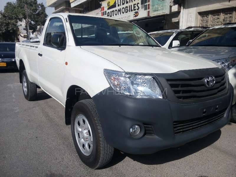 Toyota Hilux 4x4 Single Cab Standard 2015 Image-3