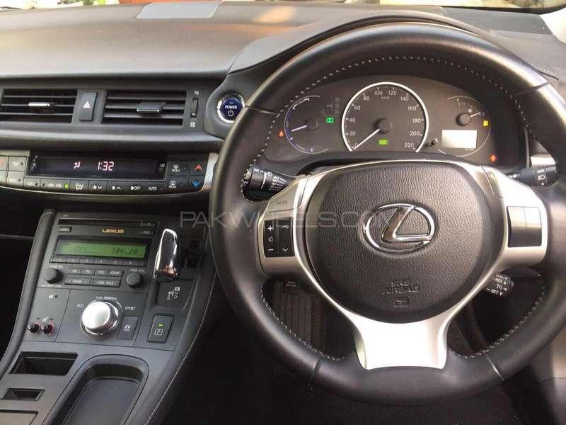 Lexus CT200h F Sport 2011 Image-3