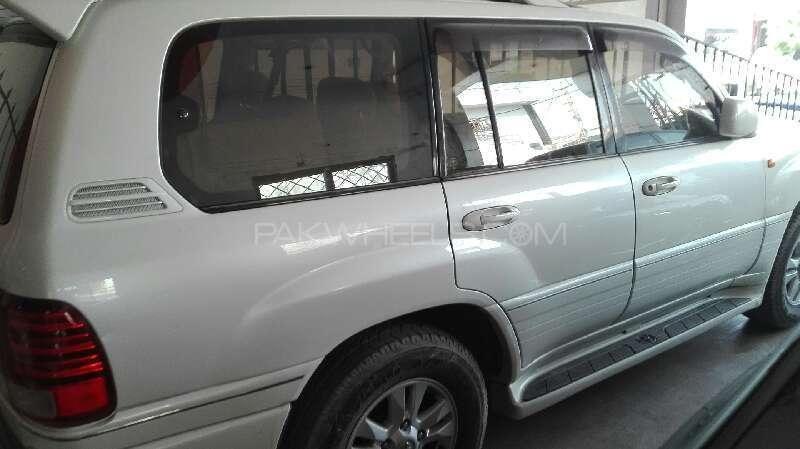 Toyota Land Cruiser Cygnus 2002 Image-3