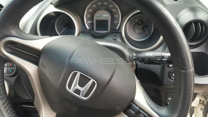 Honda Fit Hybrid 10th Anniversary 2012 Image-12