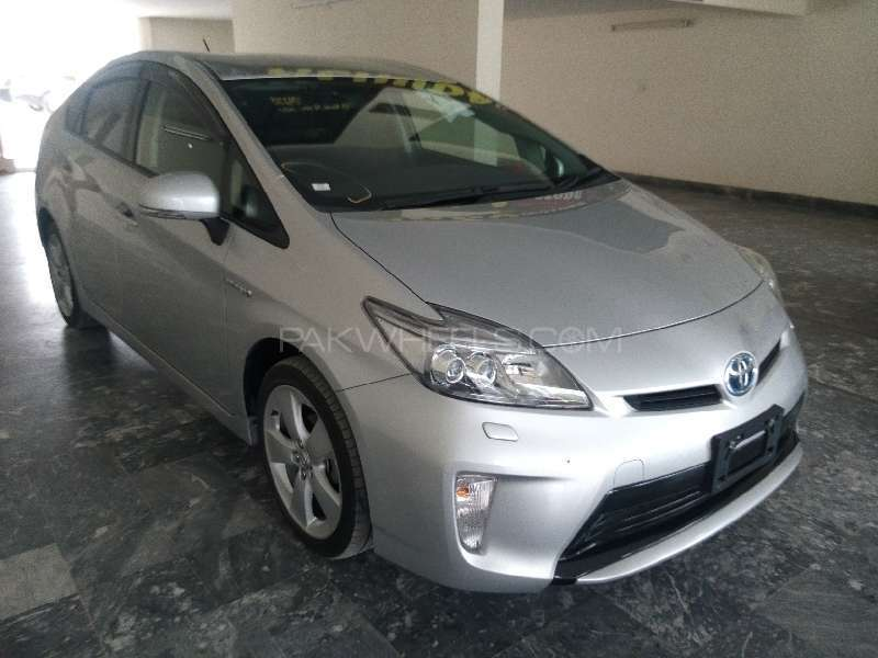 Toyota Prius S Touring Selection 1.8 2013 Image-2