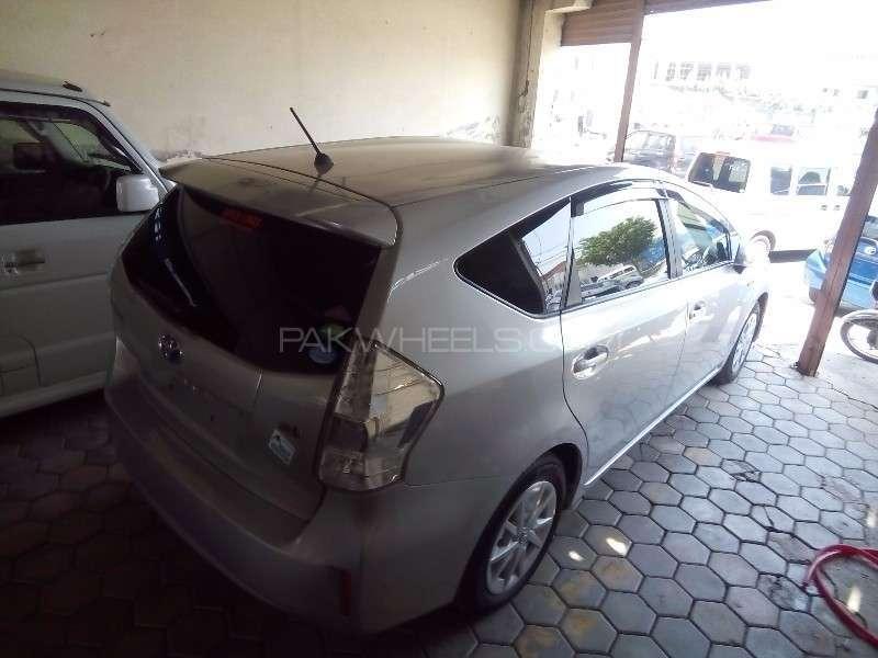 Toyota Prius Alpha G Touring 2012 Image-5