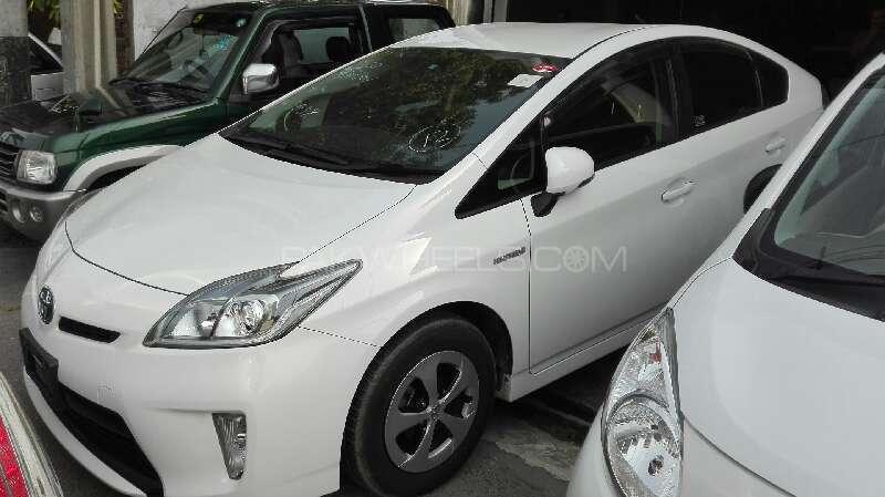 Toyota Prius S 1.8 2013 Image-1