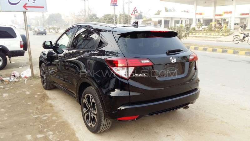 Honda Vezel Hybrid Z 2015 Image-3