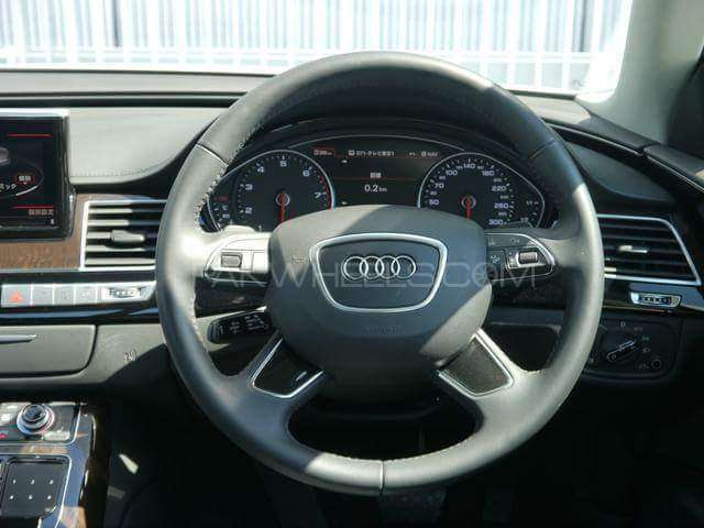 Audi A8 4.2 FSI Quattro 2015 Image-10