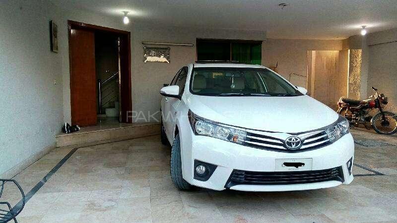 Toyota Corolla Altis Grande 1.8 2014 Image-2