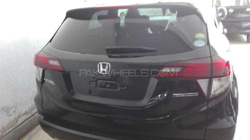 Honda Vezel Hybrid Z 2015 Image-4