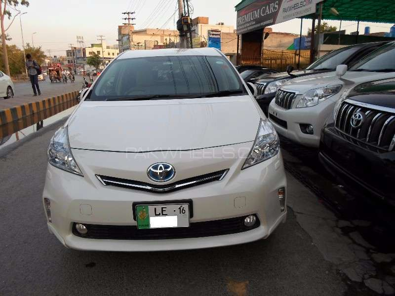 toyota prius alpha g touring 2012 for sale in lahore pakwheels. Black Bedroom Furniture Sets. Home Design Ideas