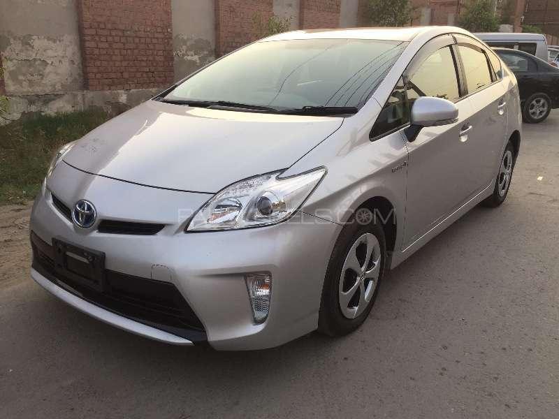 Toyota Prius L 1.8 2012 Image-3