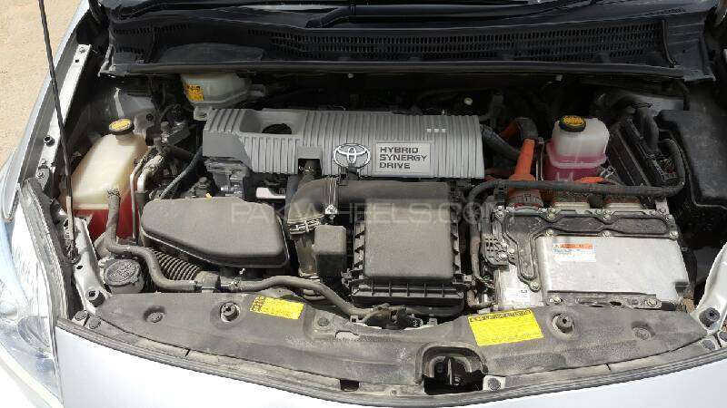 Toyota Prius G Touring Selection 1.8 2011 Image-7