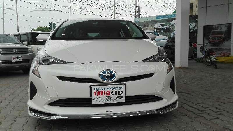 Toyota Prius S 1.8 2016 Image-1