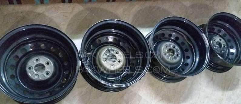 Vitz genuine rims in original condition Image-1