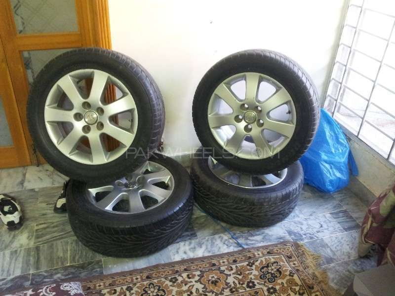 Alloy wheels with dunlop sports tires super duper condition Image-1