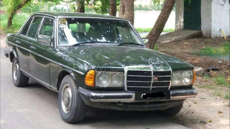 Mercedes Benz 200 D 1975 Image-6