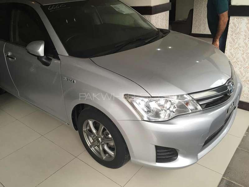 Toyota Corolla Axio Hybrid 1.5 2013 Image-11