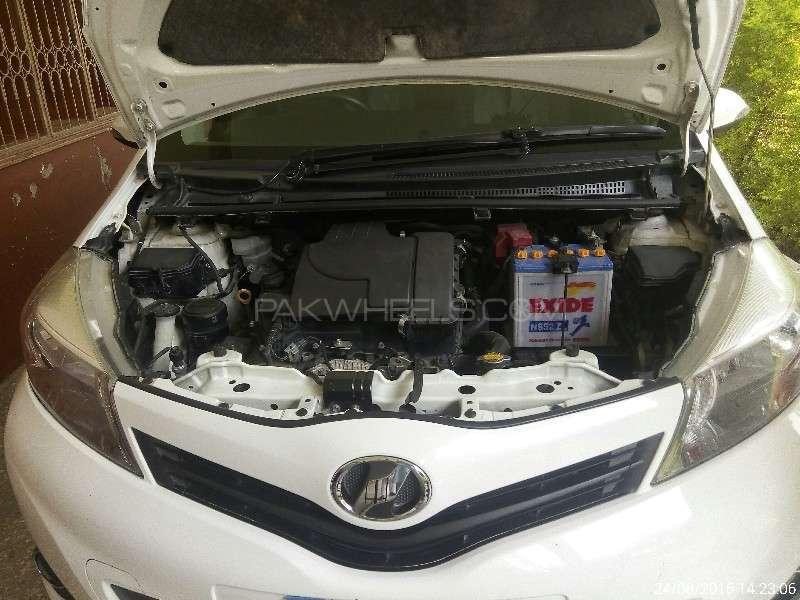 Toyota Vitz U 1.0 2011 Image-1