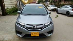 Honda Fit Hybrid L Package 2013 for Sale in Karachi
