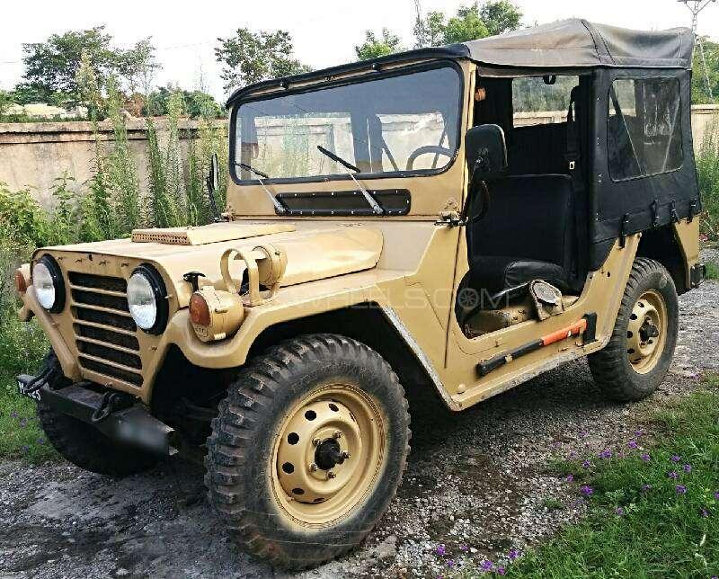 Jeep M 825 1981 Image-1