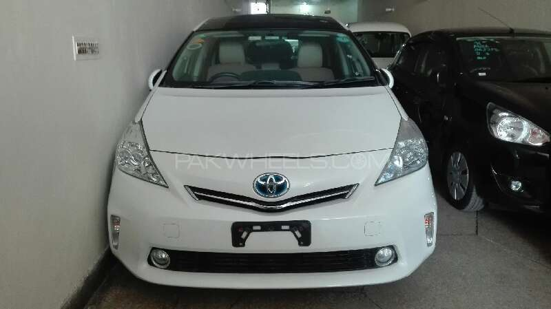 Toyota Prius Alpha S Touring 2011 Image-1