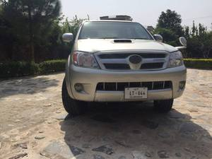 Toyota Hilux D-4D Automatic 2007 for Sale in Islamabad